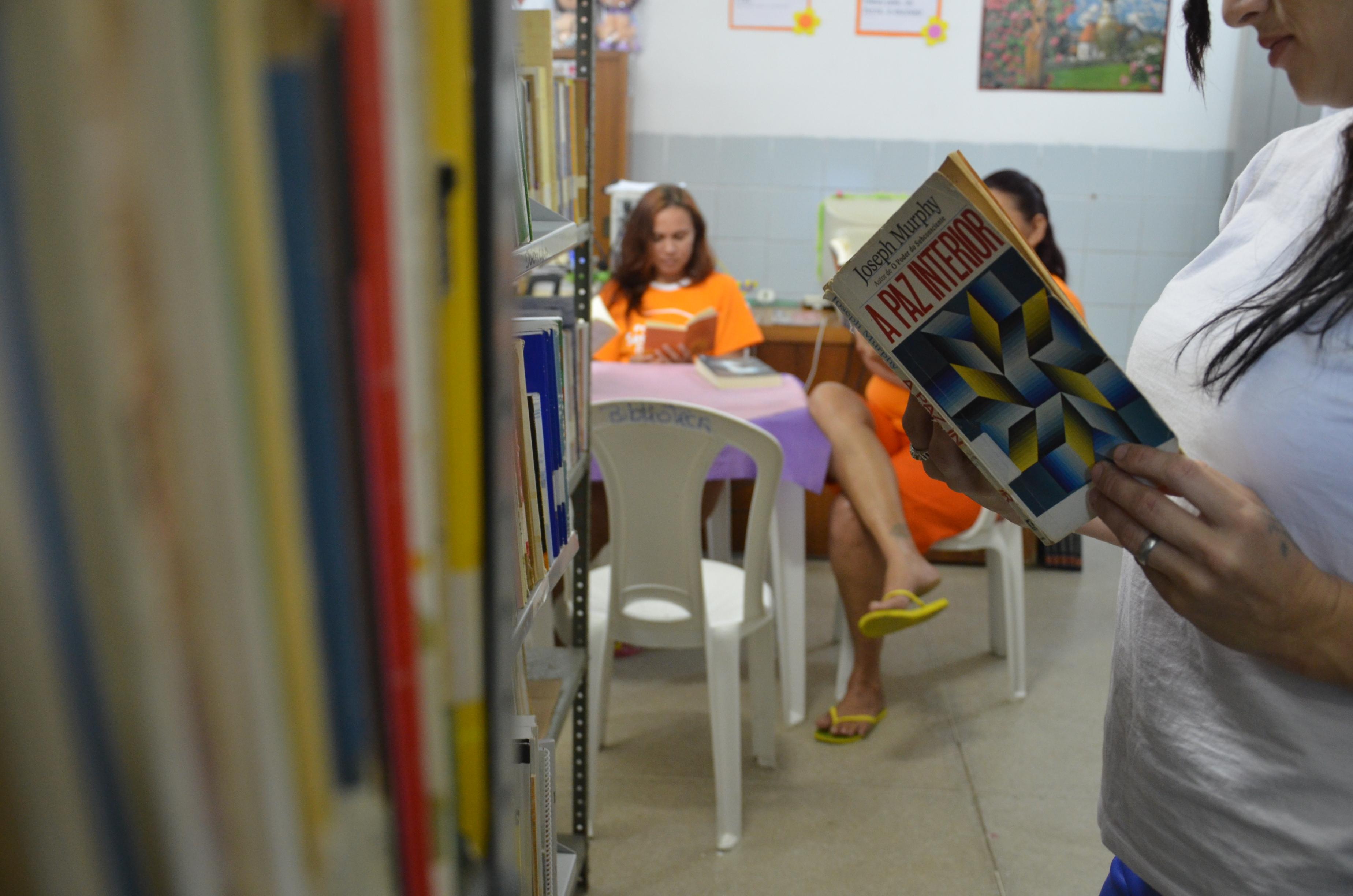 Presídios cearenses recebem mais de 400 livros do CNJ