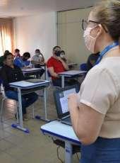 Egressos participam de palestras do Sine/IDT de postura profissional