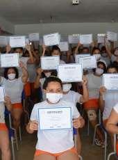 Internas do IPF são certificadas em cursos de costura industrial e panificação